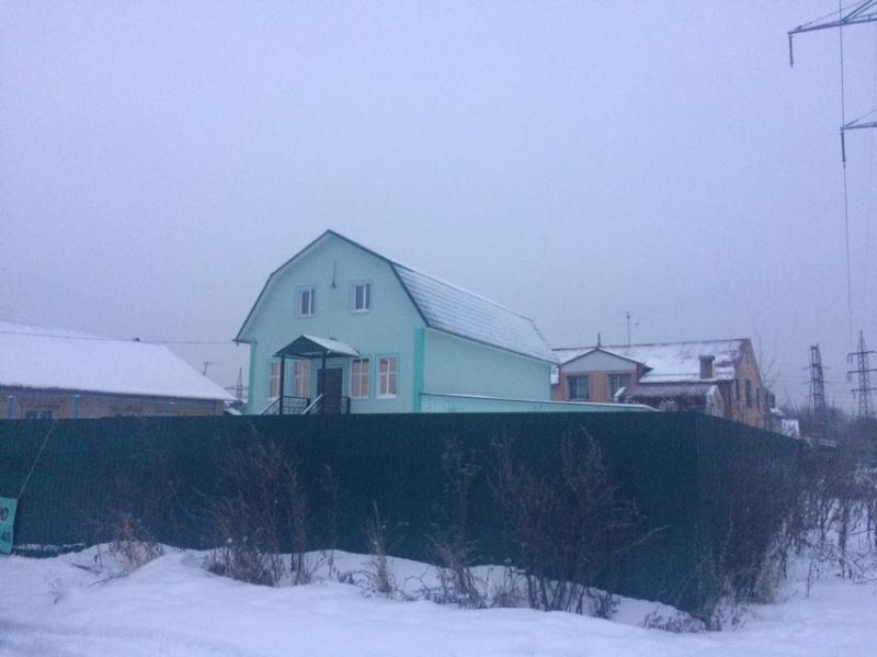 Большой теплый  кирпичный дом